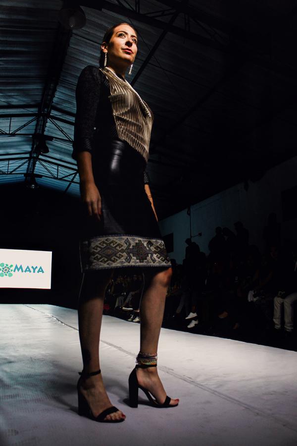 Falda negra faja precolombina